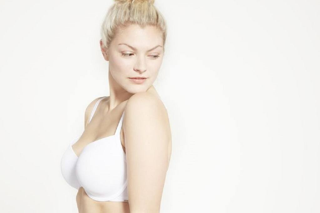Woman wears a white seamless tshirt bra