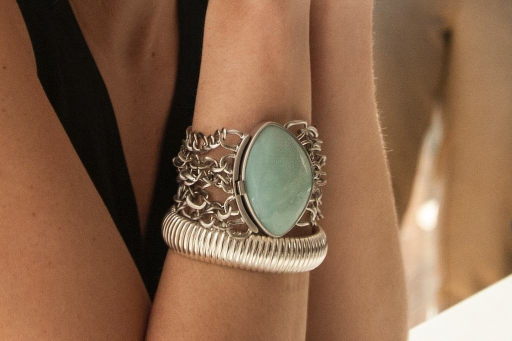 Blue stone pendant bracelet