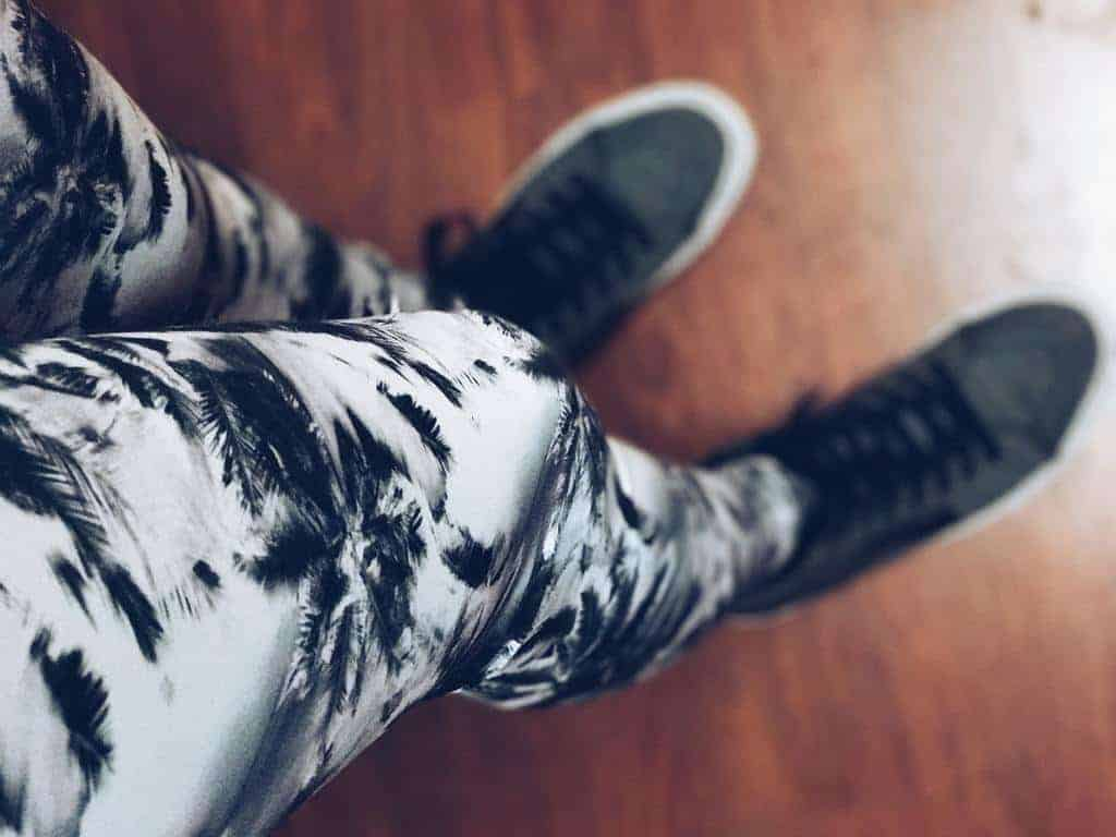 Printed gray and white leggings and shoes