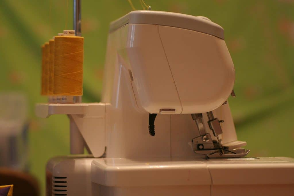 Serger with multiple thread spools