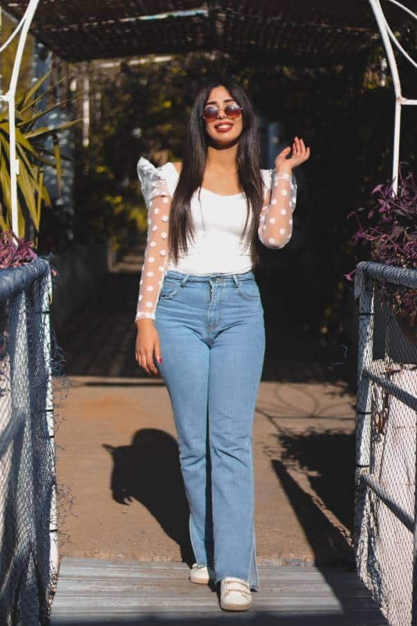 Woman with pear shaped body wearing straight cut jeans